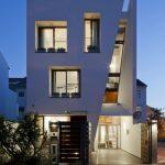 Fachada de casa de 3 pisos