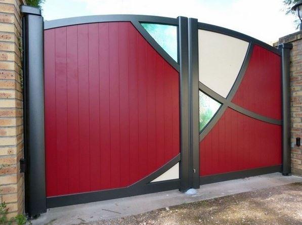 Fachadas de casas con portones modernos for Puertas de madera para frentes de casas