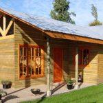 Fachadas de madera para casas con techo de chapa