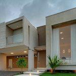 Casa moderna con escalera de mármol