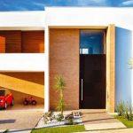 Casa de dos pisos con jardín frontal y diseño moderno