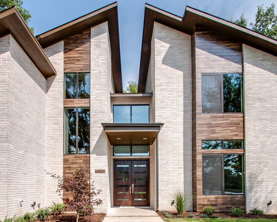 Fachada de casa moderna de dos pisos con techo partido for Imagenes de techos de casas modernas