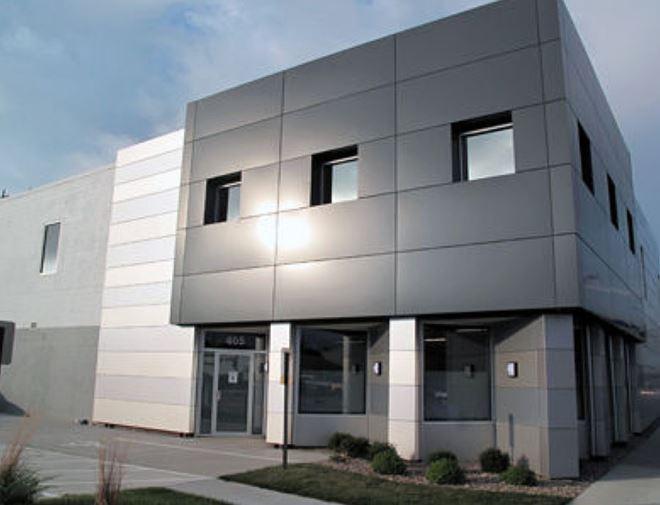 Fachadas revestidas con paneles de aluminio for Paneles aislantes para fachadas