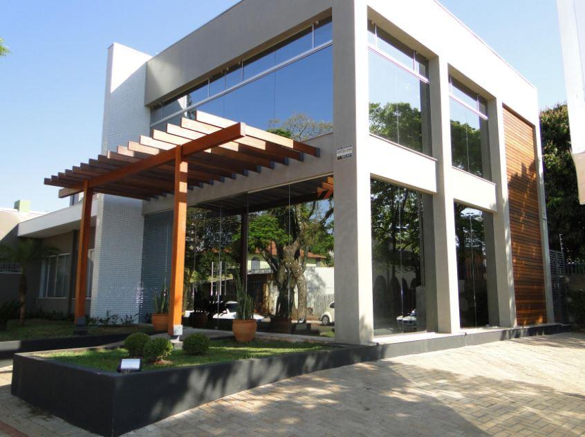 Fachadas con ventanales for Fachadas frontales de casas