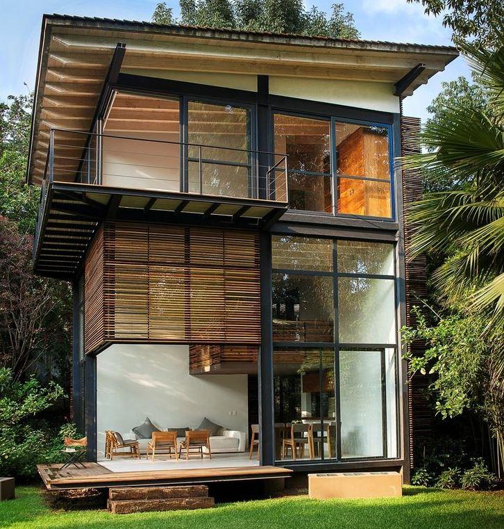 Fachadas con ventanales for Modelos de casas con techo de chapa