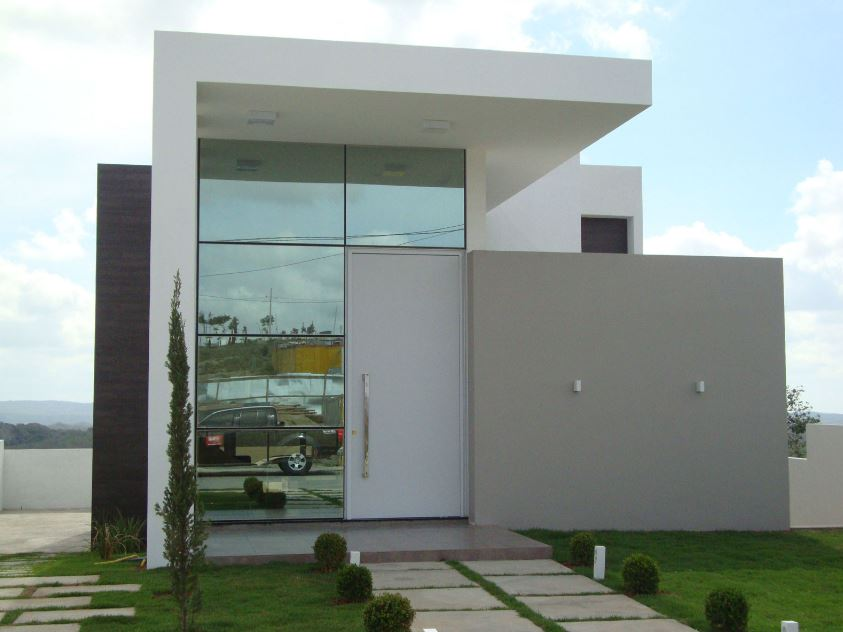 Fachada con ventanas for Fachadas casas color arena