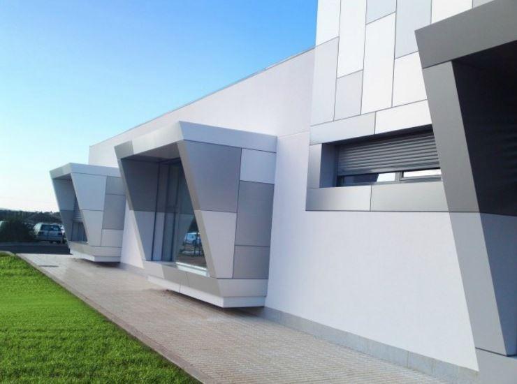 Materiales para fachadas affordable fachada para recibir for Materiales para fachadas exteriores