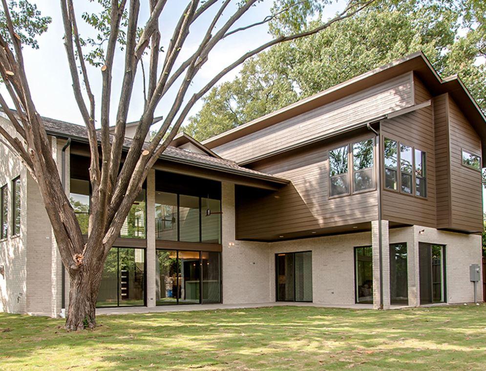 Fachada de casa moderna de dos pisos con techo partido for Techos de casas modernas