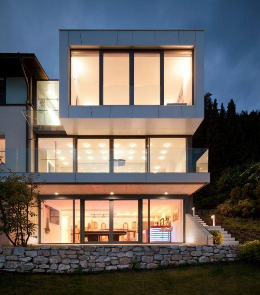 Fachadas con bloques de vidrio for Modelos de casas grandes