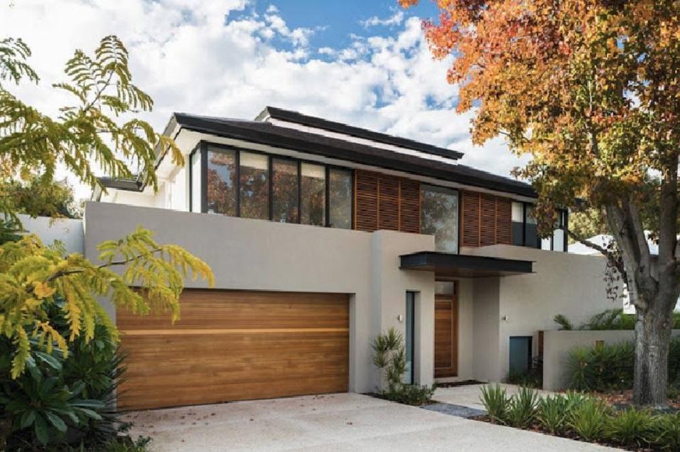 Fachadas con bloques de vidrio for Casas modernas recorrido virtual