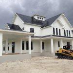 Fachadas de casas con techo de chapa negra