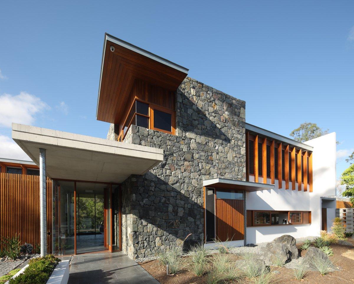 Fachada revestida en madera - Casas de piedra y madera ...