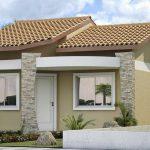 Fachadas de casas sencillas con puertas blancas