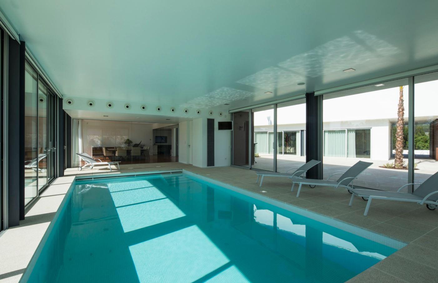 Casa con piscina interior piscina interior de la casa for Piscina interior
