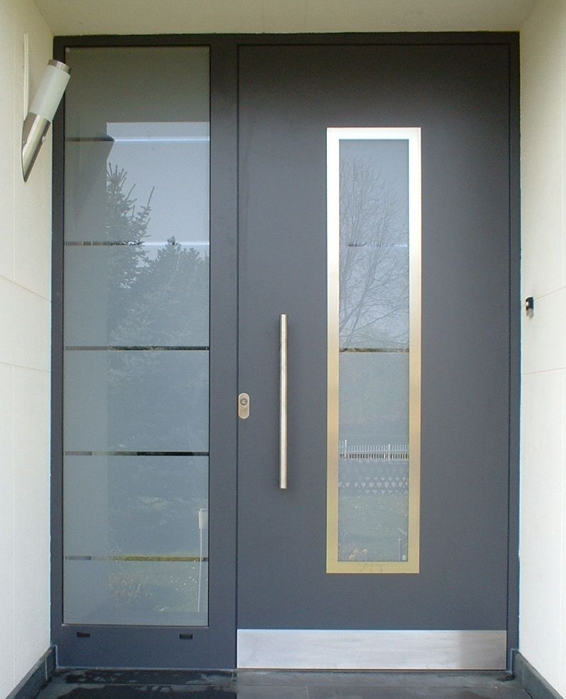 Puertas de aluminio para fachadas for Disenos puertas de madera exterior