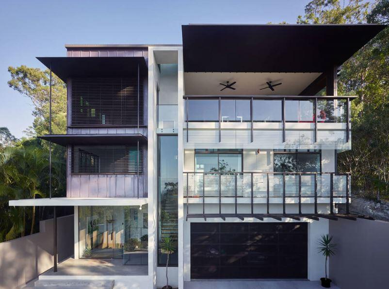 Fachadas de casas de tres niveles for Las casas modernas
