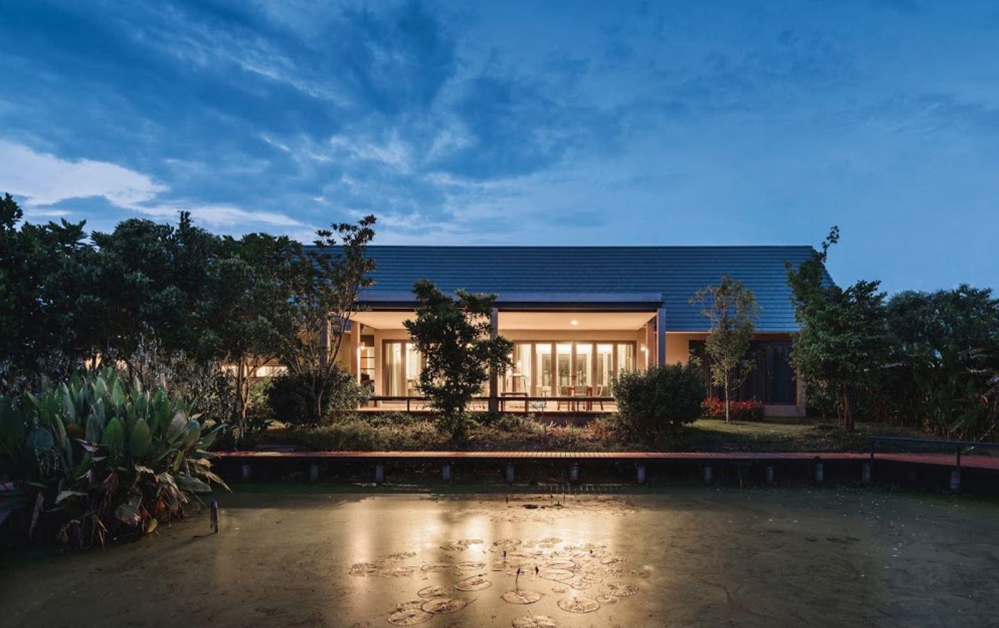 Fachadas de techos a 2 aguas for Casas de chapa para jardin