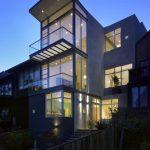 Casa de 3 pisos vidriada