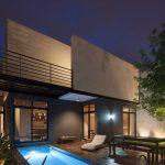 Casa con piscina en la parte posterior