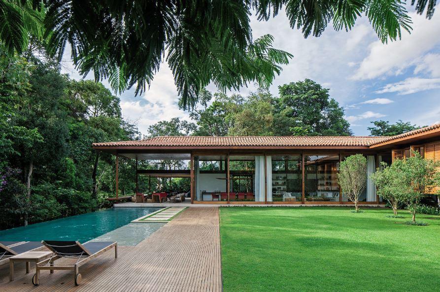 Fachadas de casas modernas con pileta for Piletas modernas