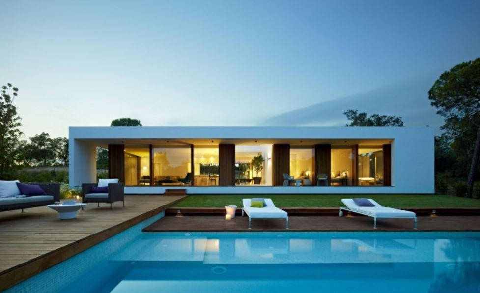 Fachadas de casas modernas con pileta for Patios de casas modernas con piscina