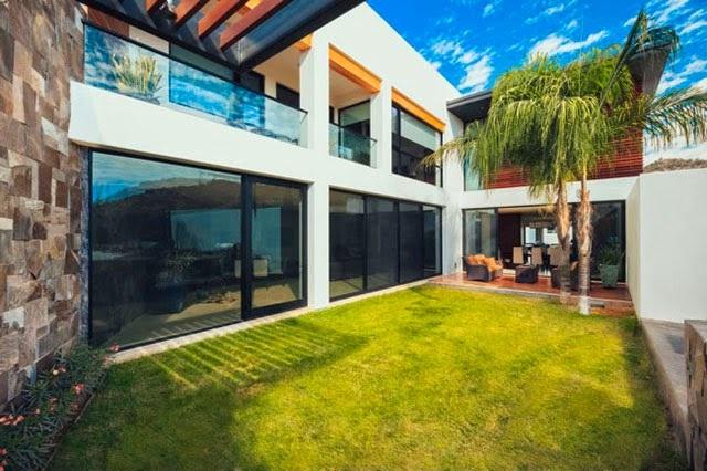 Fachadas de casas de 3 pisos for Pisos para patios de casas
